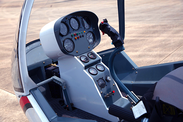 SVH-4直升培訓機 3